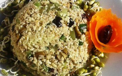 Pastinakenreis mit Trauben und Oliven