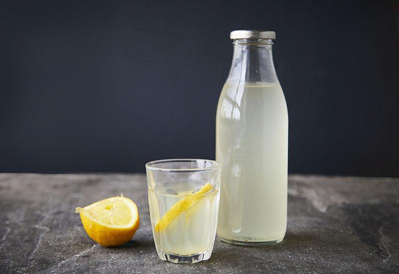 Wasserkefir mit Flasche