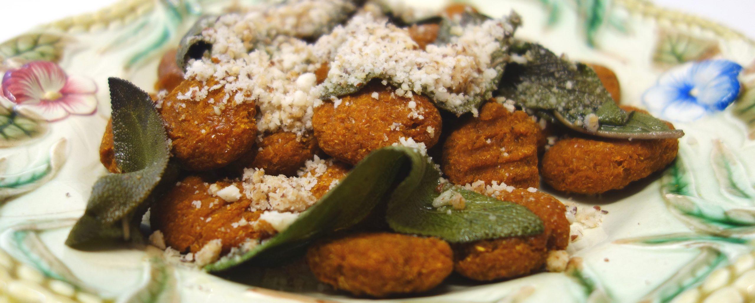Süßkartoffelgnocchi mit Salbei und Paramesan